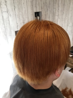 ブリーチ2回した髪に縮毛矯正